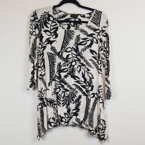 Dunia black/white floral tunic top size large